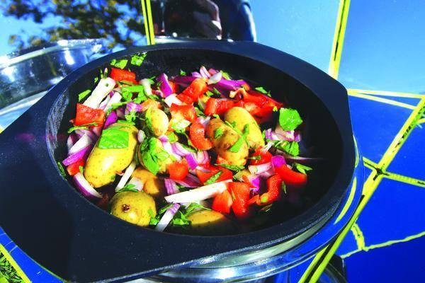 repas de légume sur le cuiseur solaire SUNGOOD