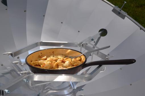 repas avec parabole solaire