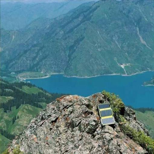 chargeur solaire montagne