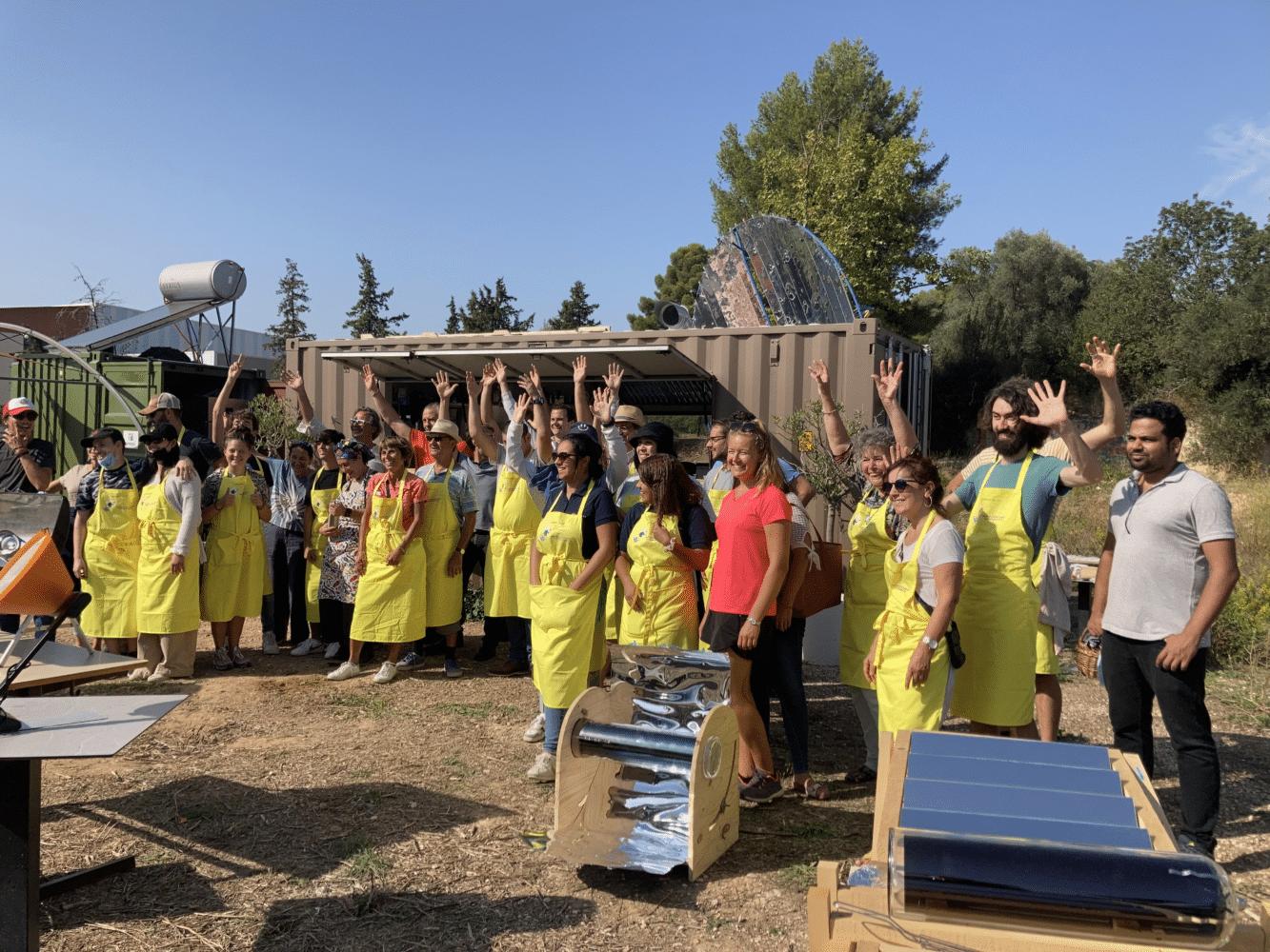 Les participants au concours de cuisson solaire à Marseille